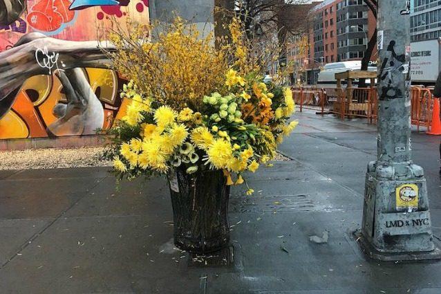 New York, fiori al posto dei rifiuti: la geniale idea di Lewis Miller
