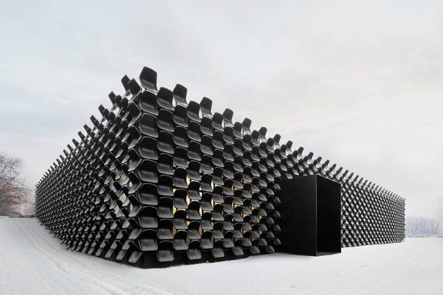 Sedie Di Plastica Usate : Un edificio unico al mondo: è fatto con 900 sedie di plastica