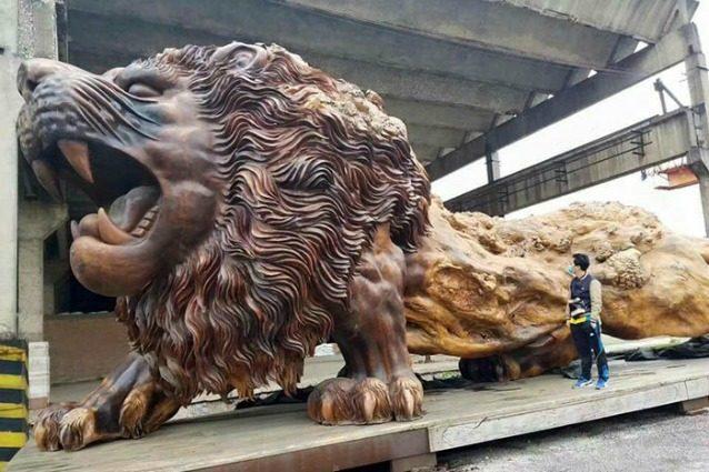Oriental Lion: la scultura di legno più grande del mondo