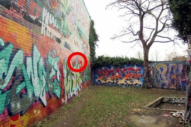 30 anni di graffiti rimossi: ecco cosa si è scoperto sotto la parete