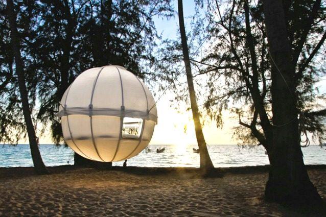 Campeggi contemporanei: ecco la tenda per dormire sospesi tra gli alberi