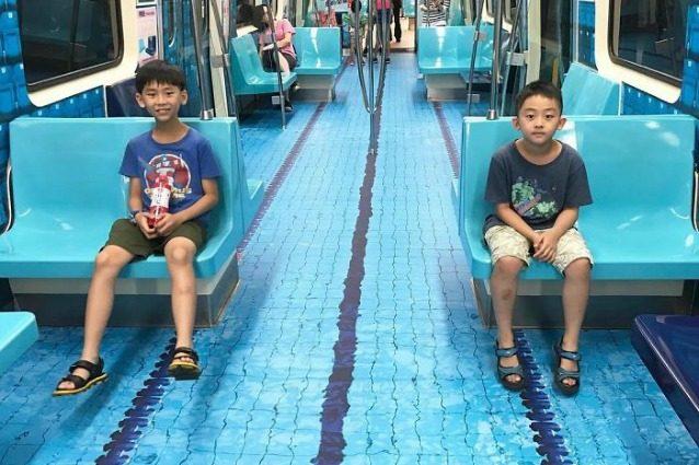 Taipei, il vagone della metropolitana diventa una piscina