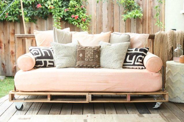 Costruire Mobili Con Pallet : Come creare un divano coi pallet senza spendere soldi