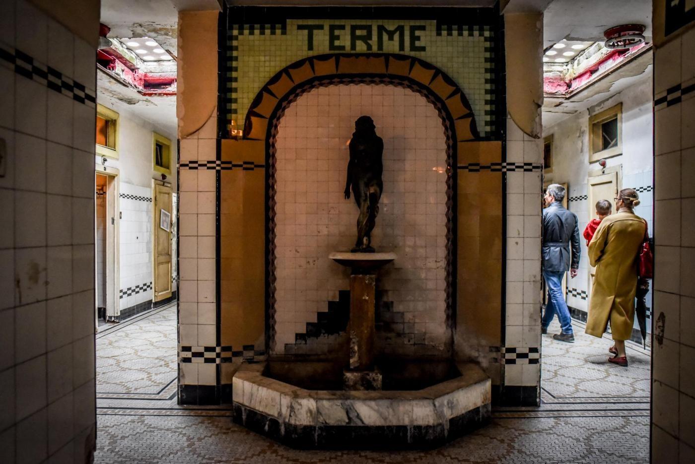 Alberghi diurni i bagni pubblici dimenticati pi belli d for Negozi di bagni