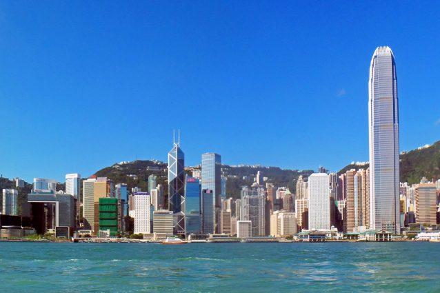 Hong Kong, al Victoria Harbour si pagano 900.000 dollari solo per vedere un appartamento