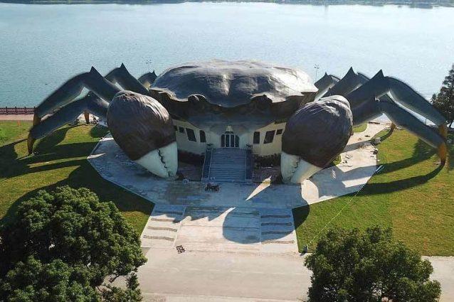 Un edificio a forma di granchio gigante: ecco l'ultima follia dalla Cina