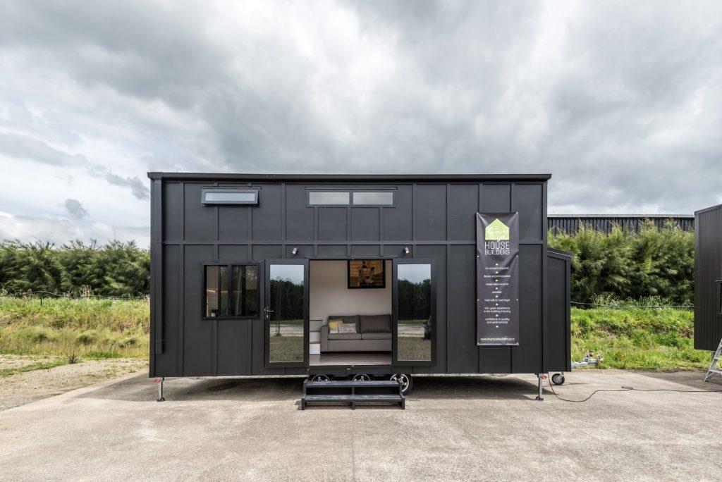 Pohutukawa la piccola casa su ruote che pu ospitare un for Piccola casa su fondamenta