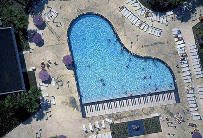 Le piscine pi bizzarre del mondo for Piano del sito piscina