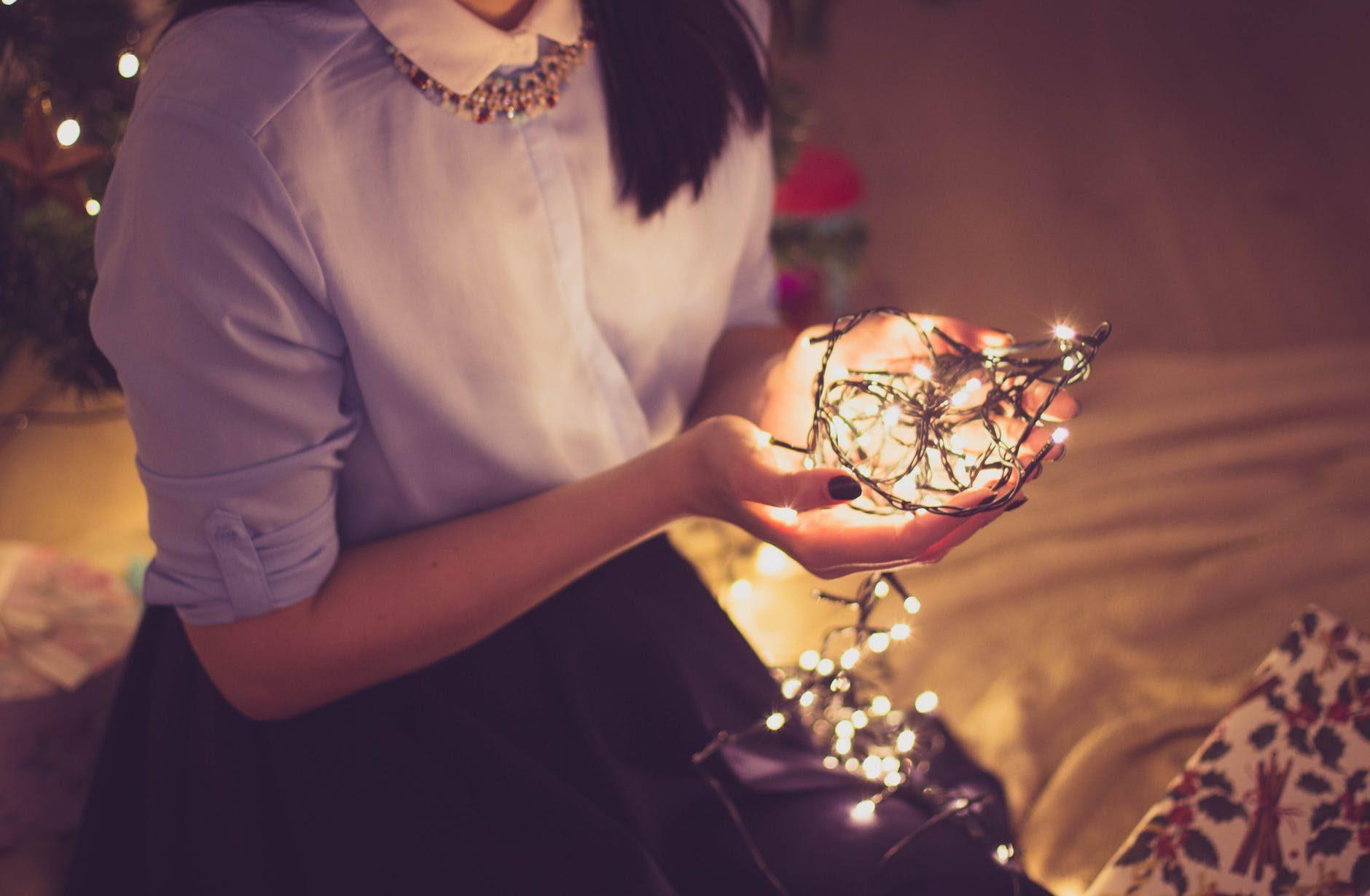 Luci natalizie: quanto costa decorare casa per le feste