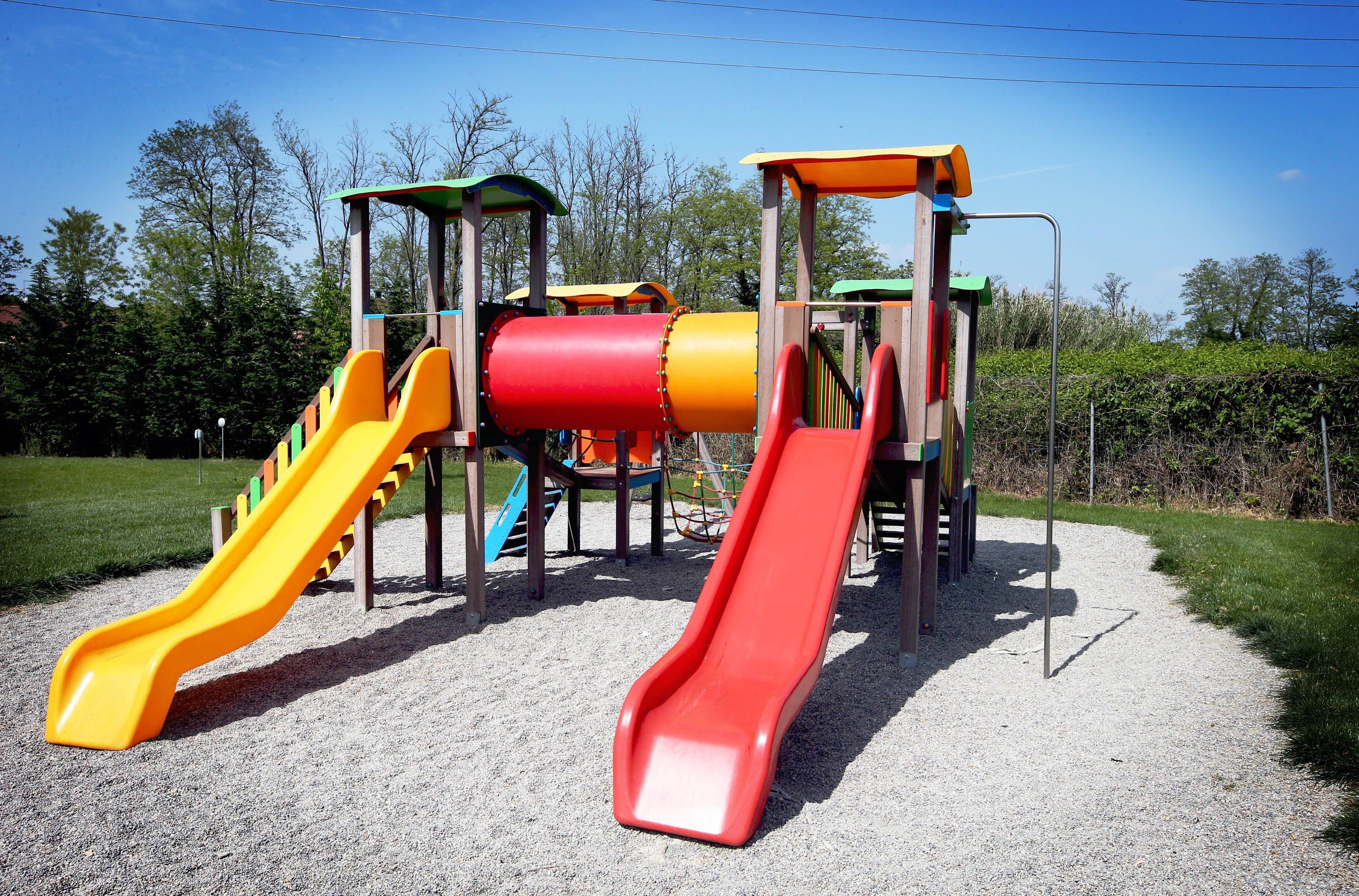 Arredi Urbani In Plastica Riciclata.La Prima Area Giochi Per Bambini In Plastica Riciclata