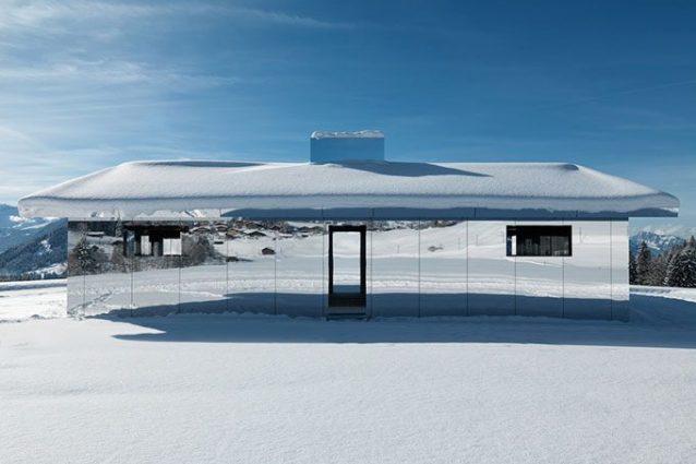 Mirage Gstaad, la casa a specchi di Doug Aitken che si mimet