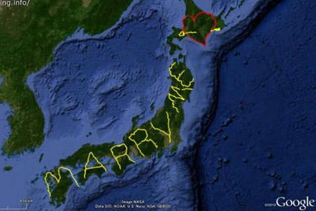 """Percorre il Giappone per scrivere """"Sposami"""" sul Gps: l'insolita proposta di matrimonio"""