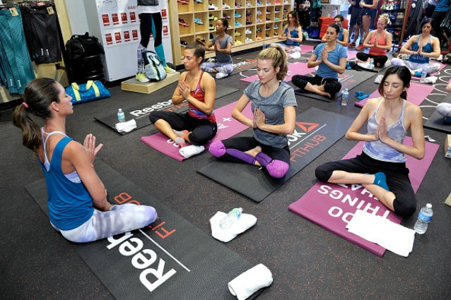 Glutei e braccia perfetti con gli esercizi di yoga che tonificano