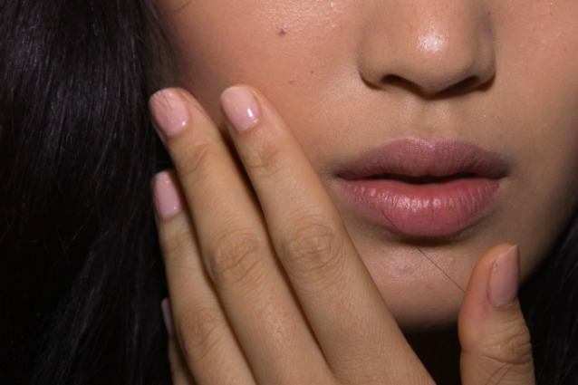 La manicure del momento: unghie nude e naturali (FOTO)