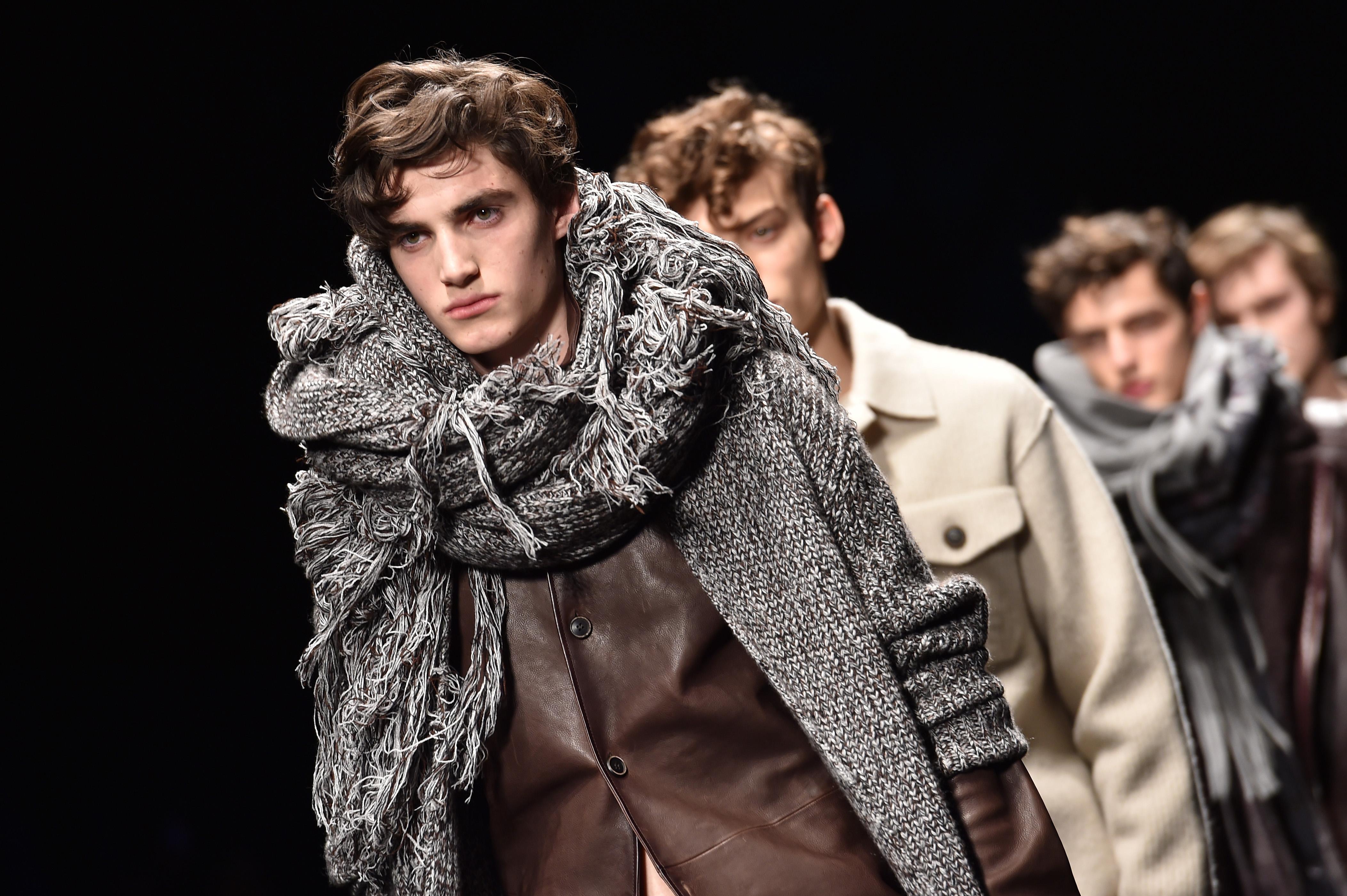 32f7aedeb4 Milano Fashion Week 2015: la nuova eleganza sfila nel secondo giorno (VIDEO)