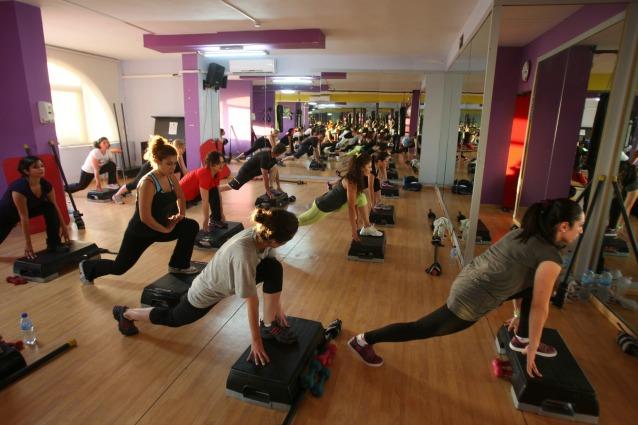 Tenersi in forma a casa 5 attrezzi per tonificare il tuo corpo - Fitness attrezzi casa ...