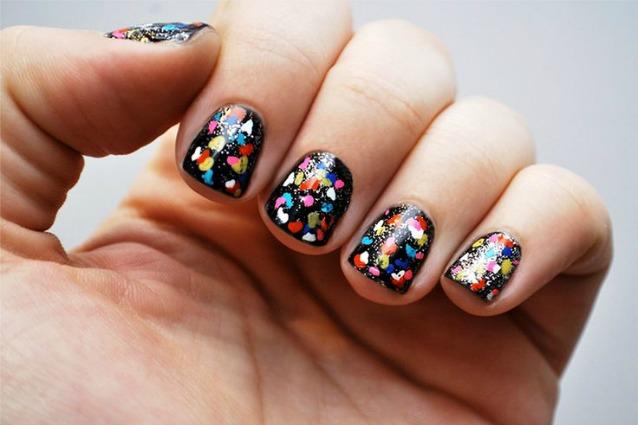 La manicure di Carnevale: coriandoli e colori sulle unghie (FOTO)