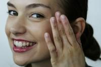Il sistema di ringiovanimento per pelle intorno a occhi da risposte di Avon