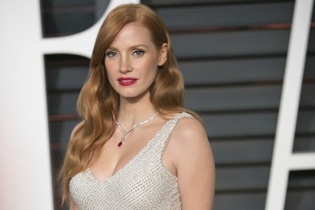 Da Jessica Chastain a Kate Middleton: le star preferiscono la moda low-cost (FOTO)