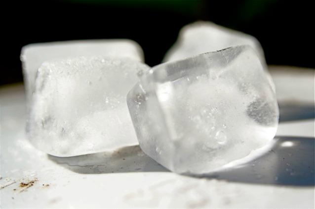 Risultati immagini per ghiaccio tra le gambe