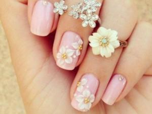Le unghie della settimana: la manicure floreale (FOTO)