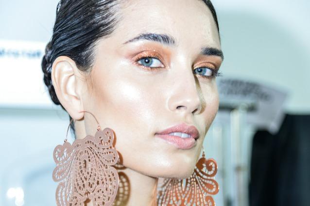 Strobing, il make up che illumina e dice addio al contouring (FOTO)