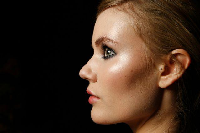 Esalta l'abbronzatura con il make up: ecco come rendere radioso il tuo viso (FOTO)