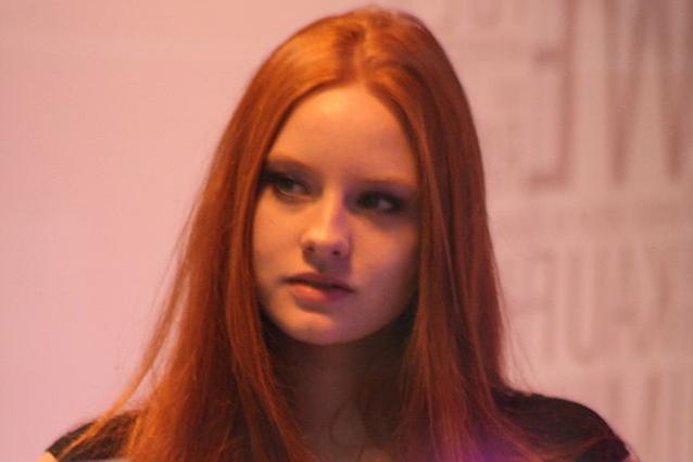 ragazze belle con capelli rossi e occhi azzurri