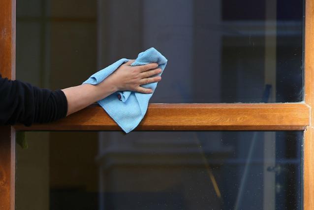 I trucchi per pulire le finestre di casa in modo rapido - Pulire vetri finestre ...