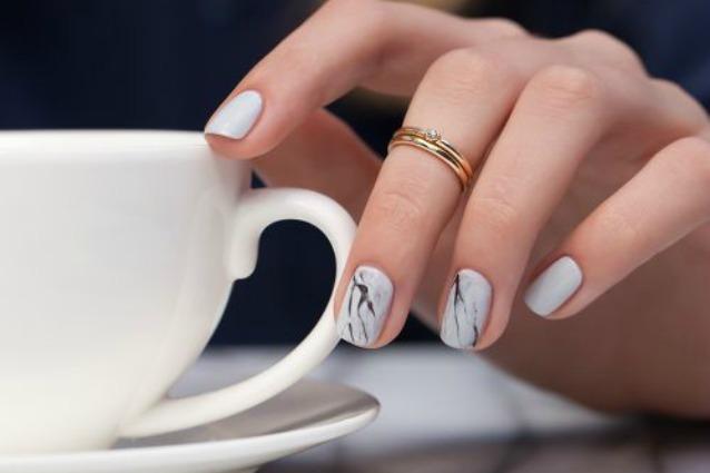 Le unghie della settimana manicure ad effetto marmo (FOTO)