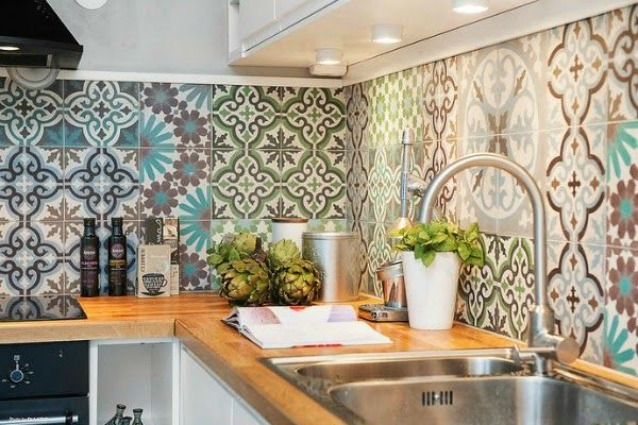 Come pulire le piastrelle di bagno e cucina - Pulire fughe piastrelle aceto ...