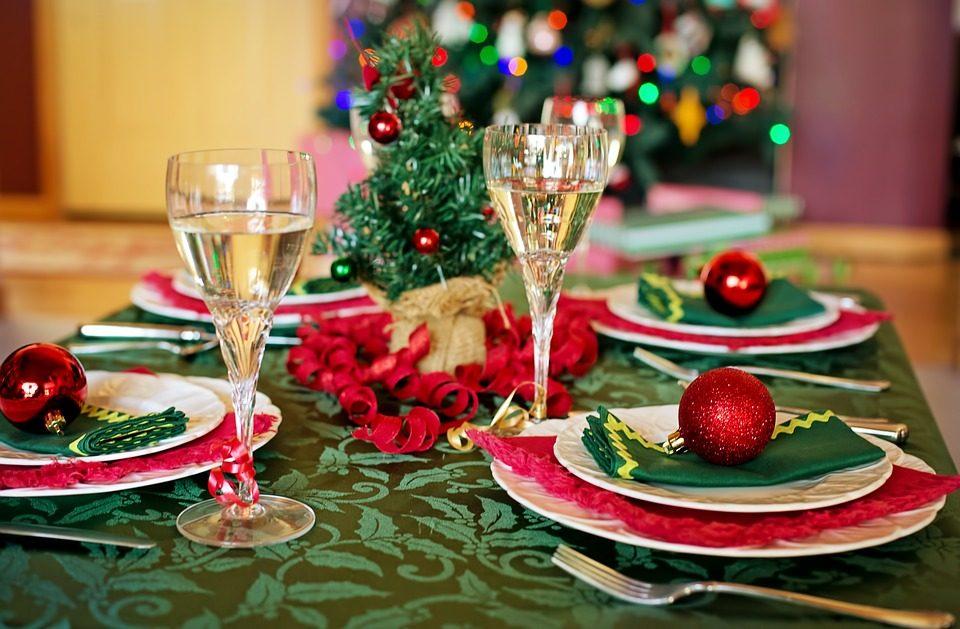 Apparecchiare Tavola Di Natale Foto.Come Apparecchiare La Tavola Di Natale Idee E Consigli Per Decorarla Con Eleganza