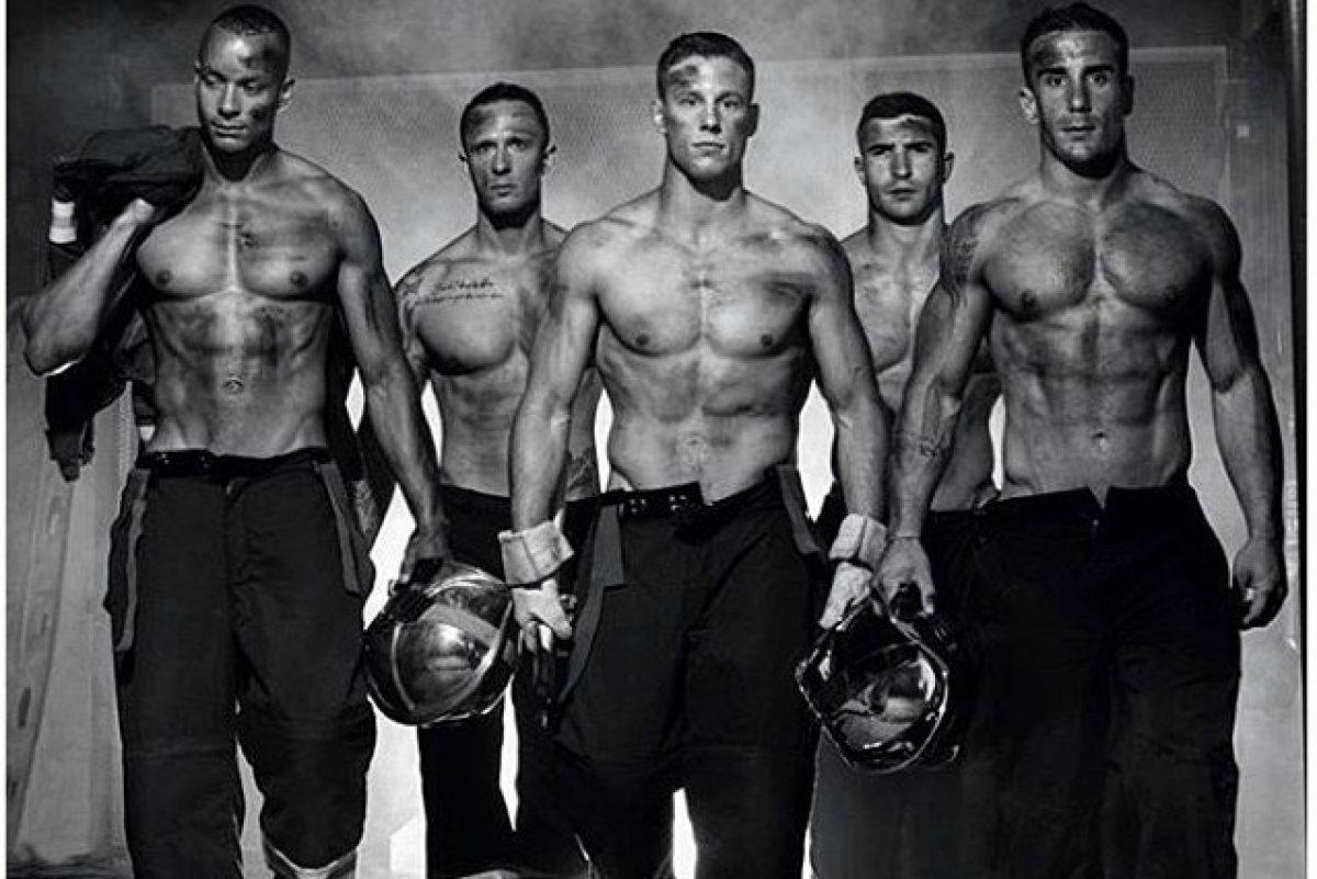 Calendario Pompieri.Muscoli E Coraggio Il Calendario 2016 Dei Sexy Pompieri Foto