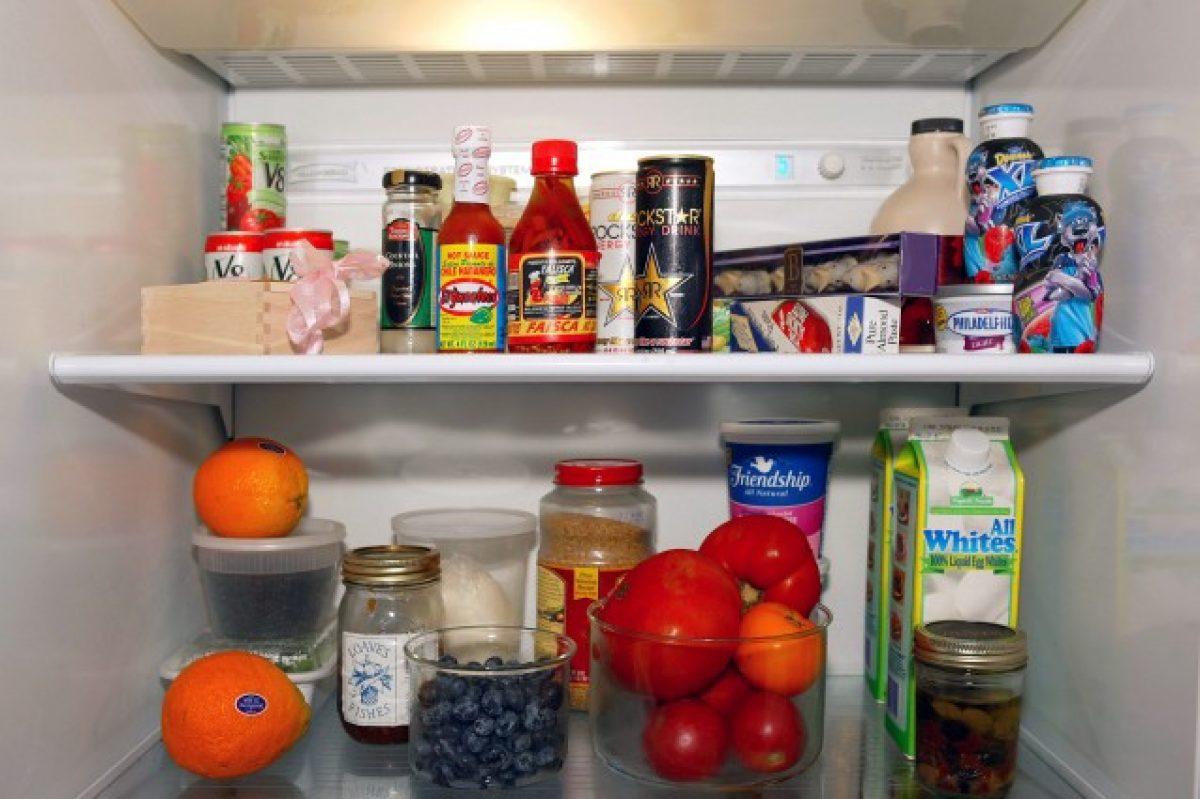 Contenitori Per Organizzare Frigo come pulire il frigorifero e il freezer: i rimedi e i