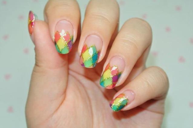 abbastanza La manicure di Carnevale coriandoli e colori sulle unghie (FOTO) UW29