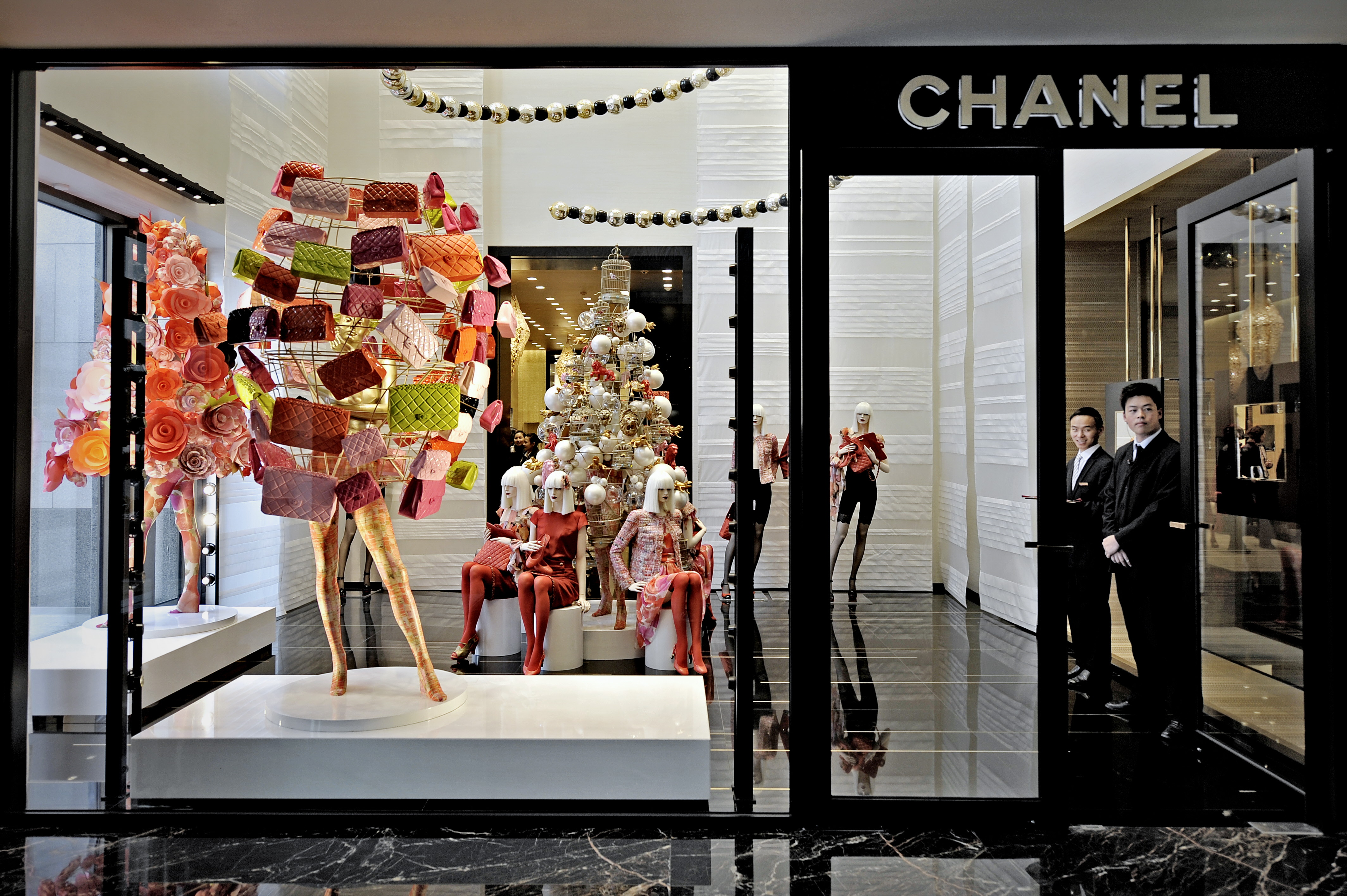 Chanel apre una nuova boutique nella galleria vittorio for Chanel milano boutique