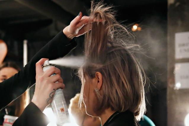 Shampoo secco fai da te: capelli puliti e voluminosi in pochi minuti