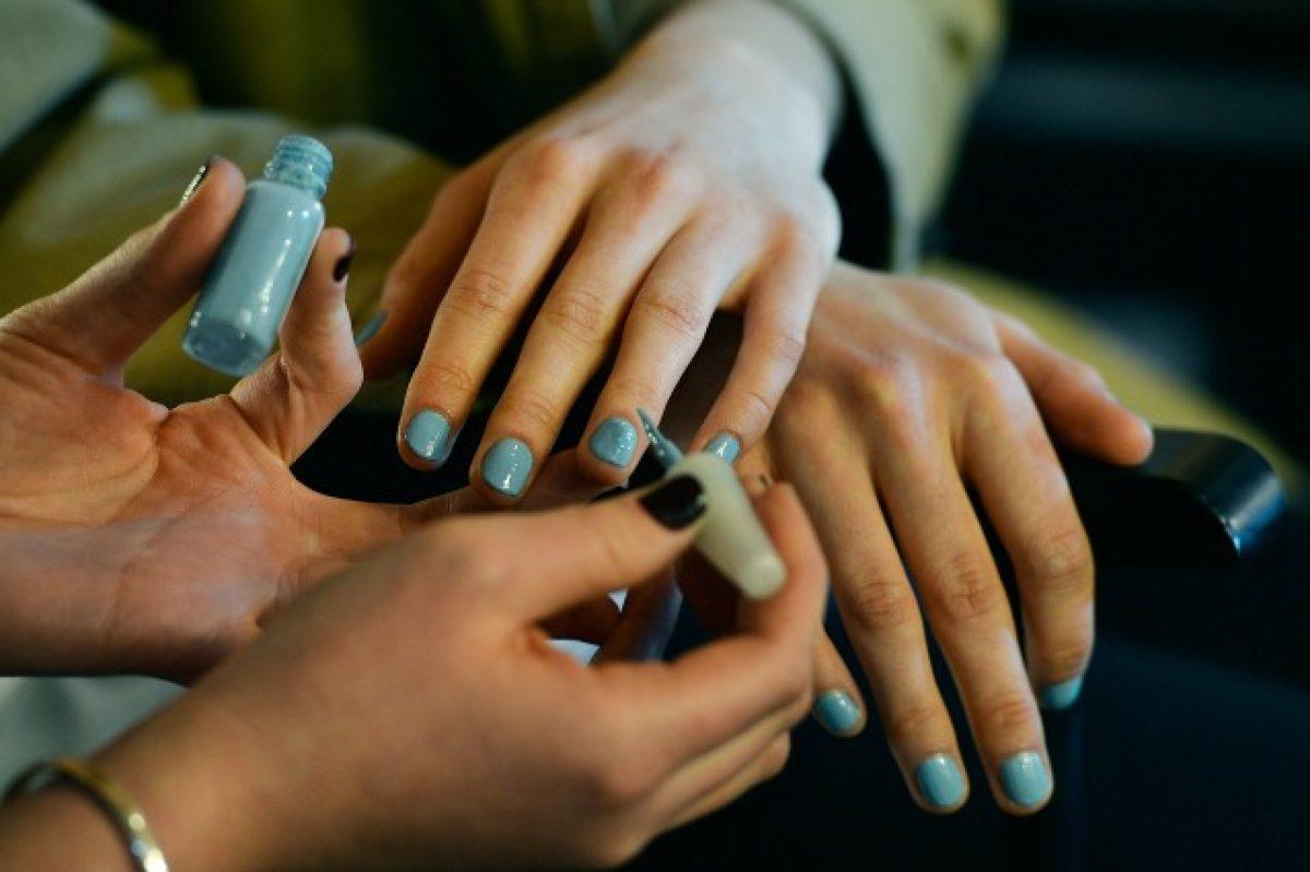 Tua ProfumatoL'ultimo È Smalto Per La Lo Manicurefoto Trend LSjc43RAq5