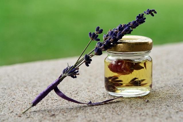 Bagno Rilassante Con Oli Essenziali : Fragranze aromatiche profumi a base oli essenziali per vasca