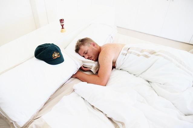 Come dormire bene le migliori posizioni per il sonno for Posizione corretta per dormire