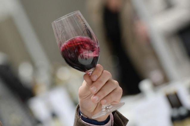 Vino rosso: benefici per la salute e proprietà se bevuto con moderazione