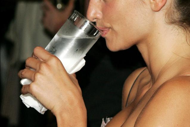 acqua calda a digiuno 8 buoni motivi per berla