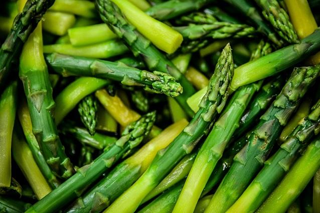 Asparagi: proprietà e virtù depurative dell'ortaggio afrodisiaco