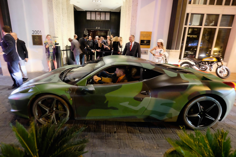 Lapo elkann vende la sua ferrari camouflage per 1 milione for Auto di lapo elkann