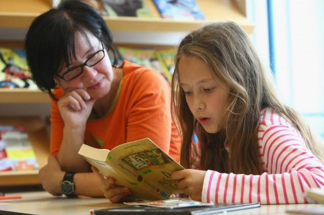 Il bilinguismo fa bene al cervello: i bambini imparano la nuova lingua già a 11 mesi