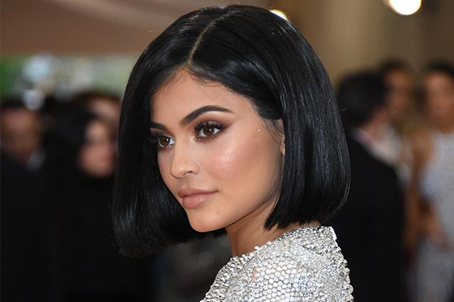 Il nuovo taglio di Kylie Jenner: al Met Gala stupisce tutti con un bob (FOTO)