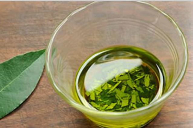 Volete ridurre l'acne? Basta una tazza di tè verde al giorno