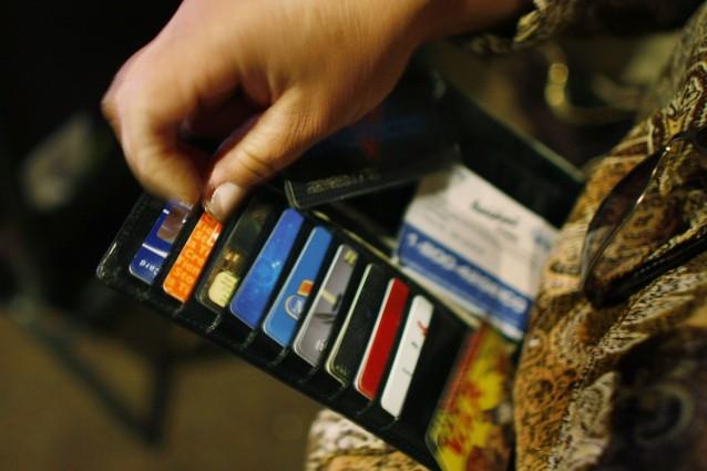 """I negozi """"controllano"""" le emozioni del cliente per fargli spendere di più: ecco perché"""