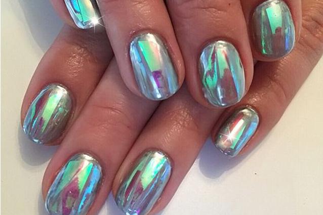 Le unghie della settimana chrome nails - Unghie effetto specchio ...