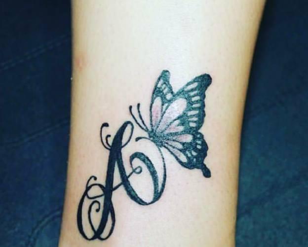 Tatuaggi con nomi e fiori km49 regardsdefemmes for Idee tatuaggi lettere